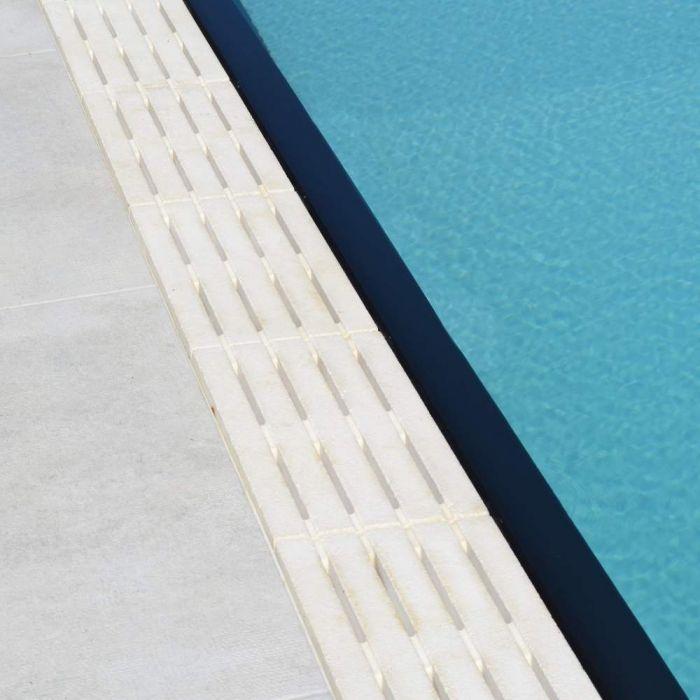 Griglia In Pietra Ricostruita A 4 Fughe Per Piscina A Sfioro Colore Bianco