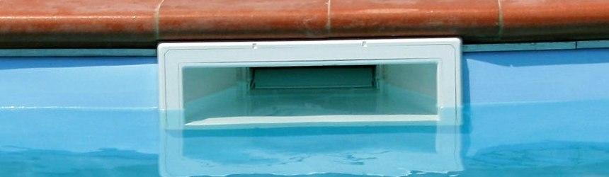 tutto per la filtrazione dell'acqua, skimmer, le bocchette di mandata e di aspirazione, gli scarichi di fondo