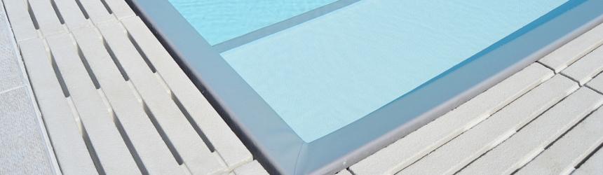 Griglia in pietra ricostruita per piscina a sfioro