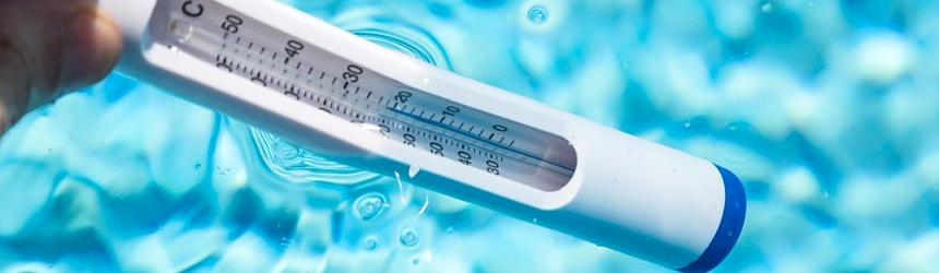 Termometri per verificare la temperatura dell'acqua in piscina